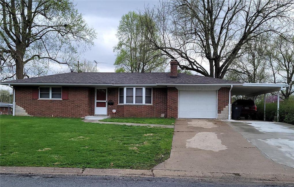 8 Stratford Way Belleville, IL 62226