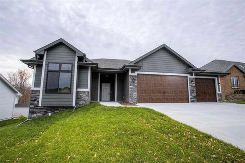 Photo of 3215 Davy Jones Dr, Plattsmouth, NE 68048
