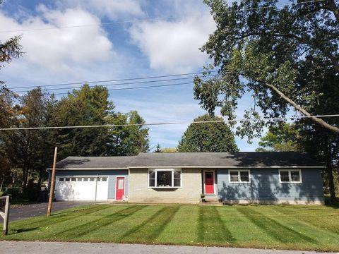 Photo of 4 Walter Dr, Saratoga Springs, NY 12866