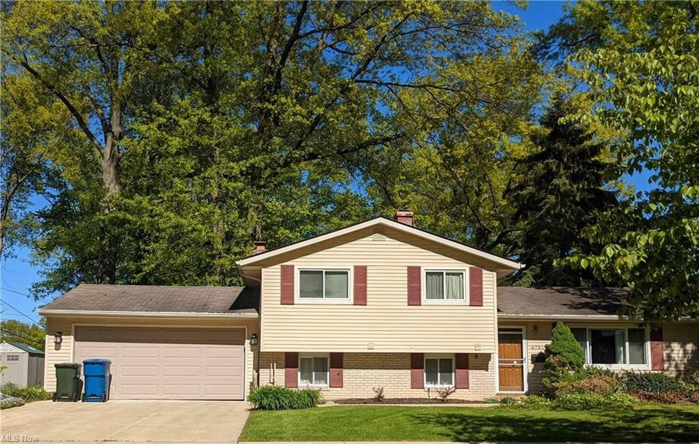 6751 Cypress Dr North Olmsted, OH 44070