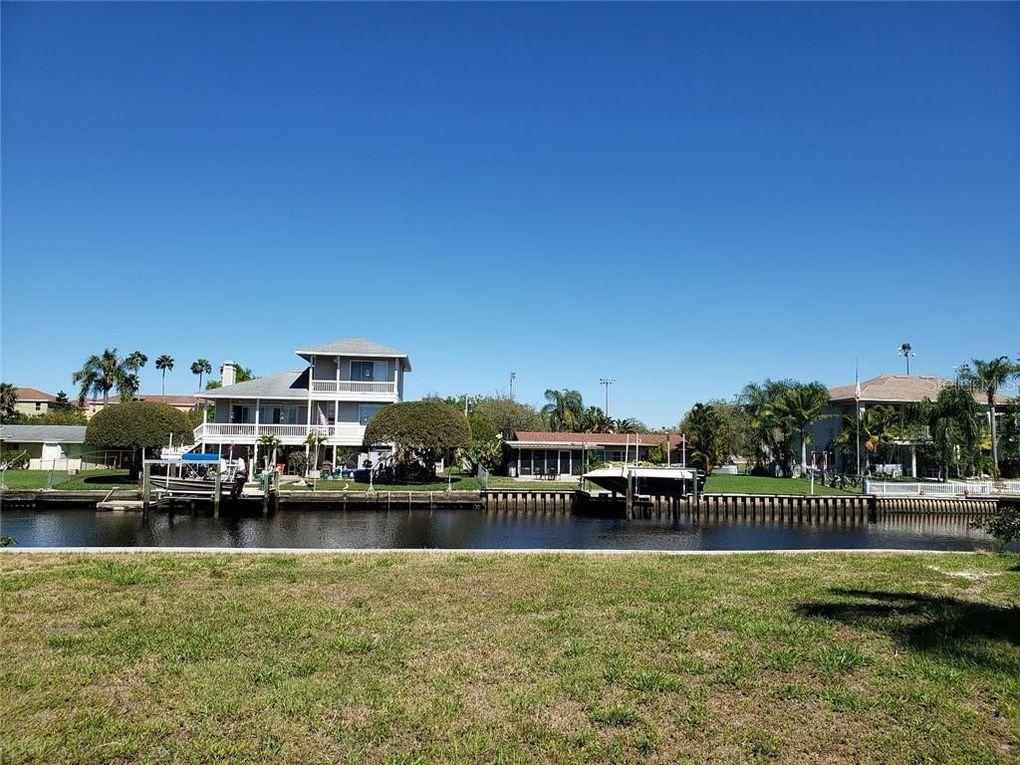 Manatee Ln Tarpon Springs, FL 34689