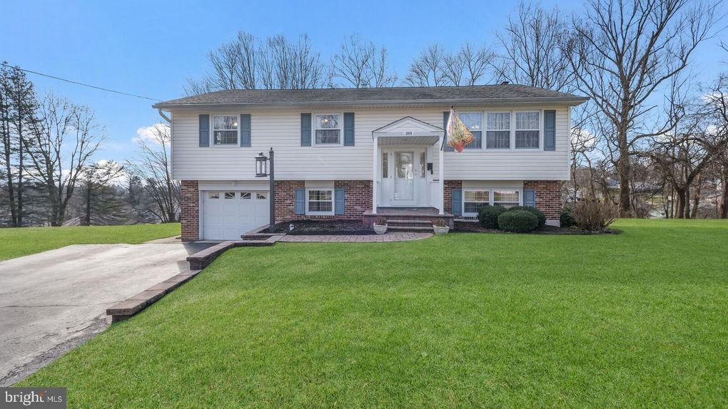 2935 Summit Cir Aston, PA 19014