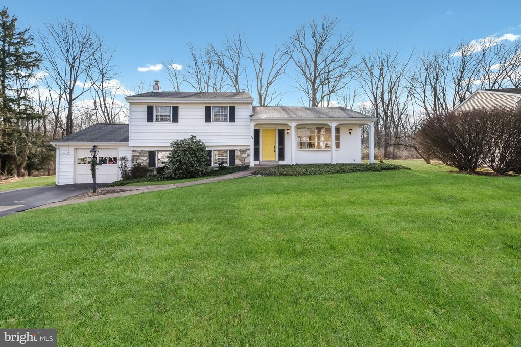 22 Olivia Dr Yardley, PA 19067