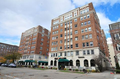 Photo of 1028 E Juneau Ave Apt 202, Milwaukee, WI 53202