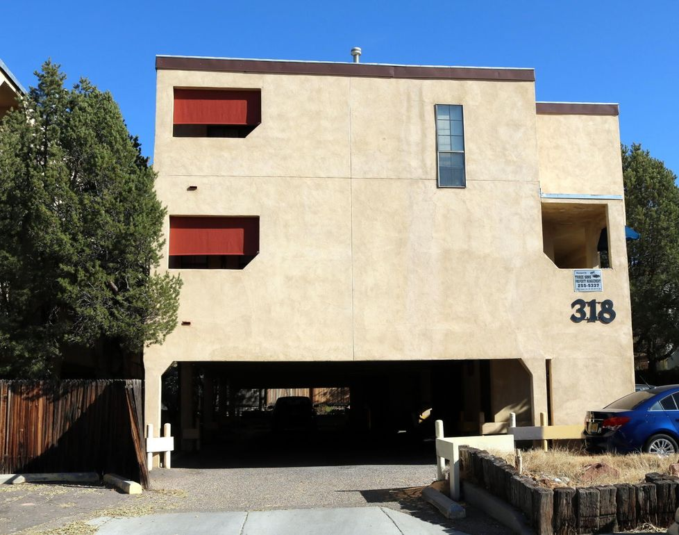 318 LA Veta Dr NE Albuquerque, NM 87108