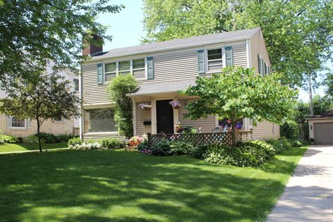 Photo of 2553 N 96th St, Wauwatosa, WI 53226