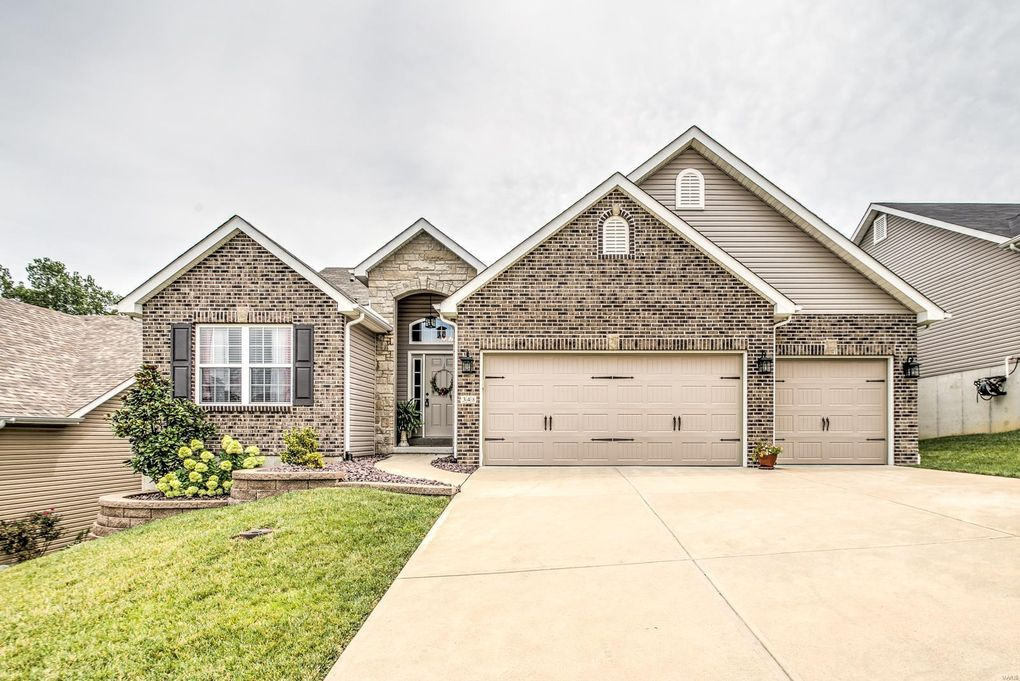 348 Amber Bluff Ln Imperial, MO 63052