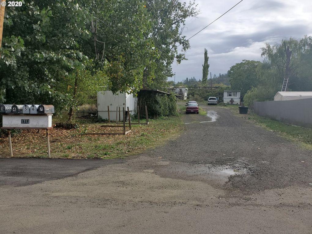 1713 SE Mill St Roseburg, OR 97470