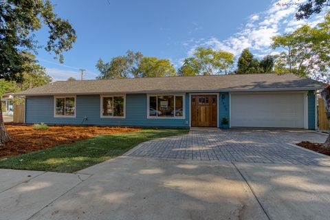 Photo of 2945 Silver St, Anderson, CA 96007