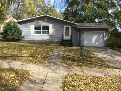 Photo of 318 1st St Nw, Watertown, SD 57201