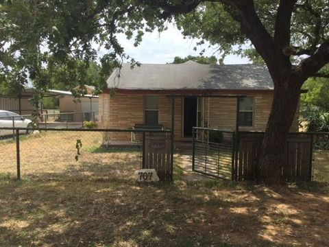 Photo of 707 20th St, Mineral Wells, TX 76067
