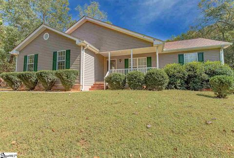Photo of 407 Jem Ct, Wellford, SC 29385