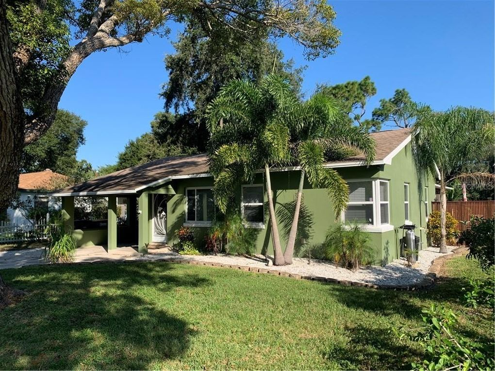 1362 Admiral Woodson Ln Clearwater, FL 33755