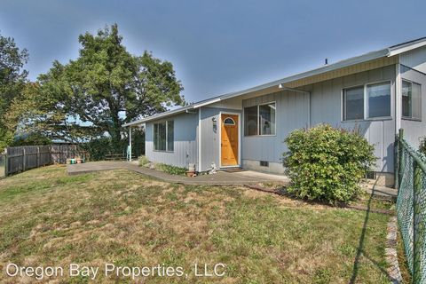 Photo of 602 S 4th Ct, Coquille, OR 97423