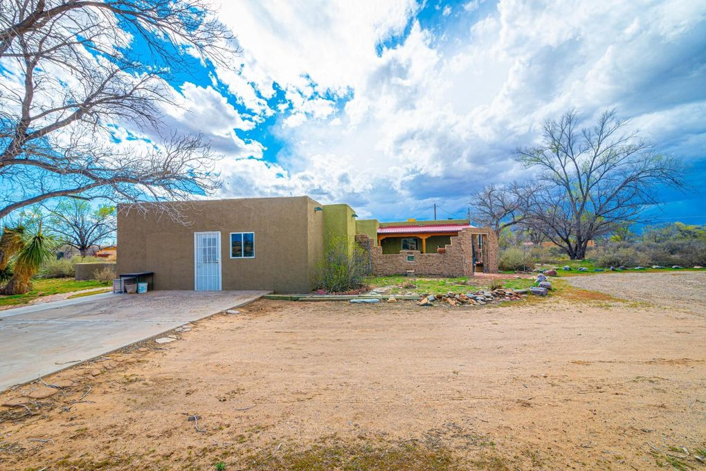 25 Sandhill Rd Los Lunas, NM 87031