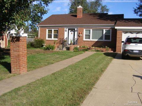Photo of 511 E 8th St, Ellsworth, KS 67439