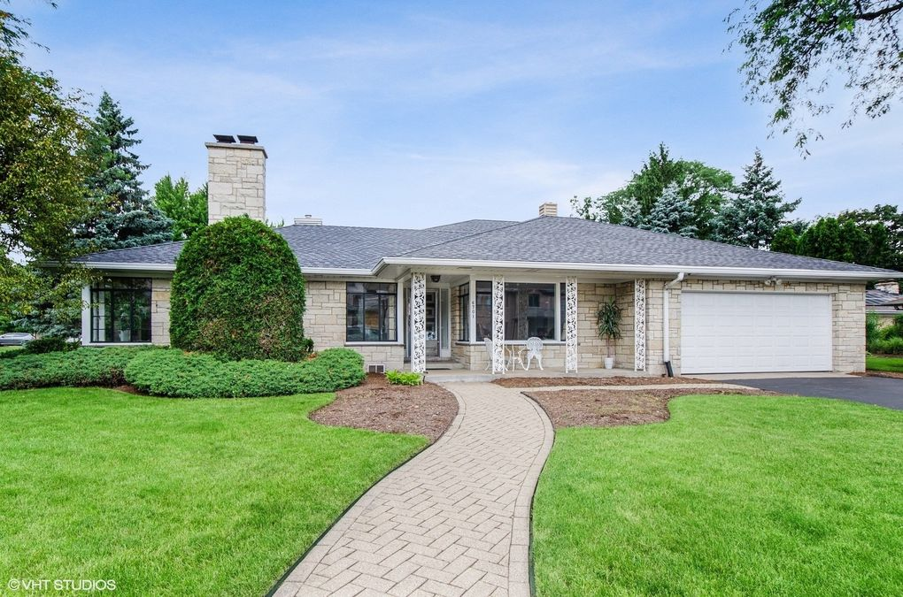 6701 N Edgebrook Ter Chicago, IL 60646