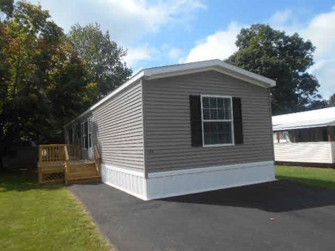 Photo of 76 Hayes Park, Exeter, NH 03833