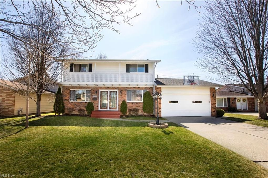 22311 Marleen Dr Fairview Park, OH 44126