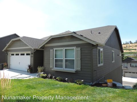 Photo of 2529 Denton St, The Dalles, OR 97058