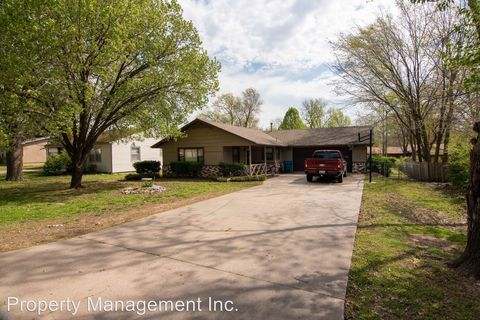 Photo of 109 Overlook Dr, Coffeyville, KS 67337