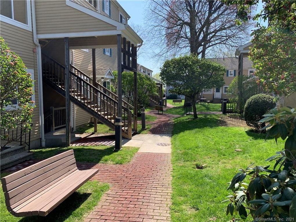 135 Flax Hill Rd Apt 16 Norwalk, CT 06854