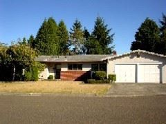 Photo of 990 Oakway Dr, Coos Bay, OR 97420