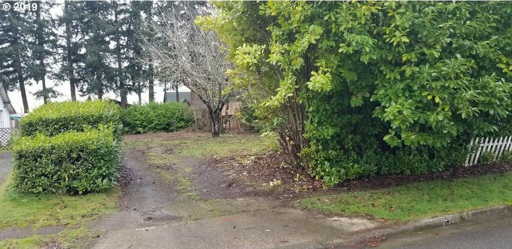 547 W 4th St Coquille, OR 97423