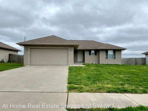Photo of 753 Meadow View St, Rogersville, MO 65742