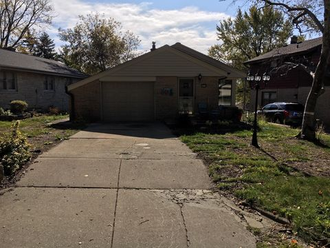 Photo of 10105 W Highwood Ave, Wauwatosa, WI 53222