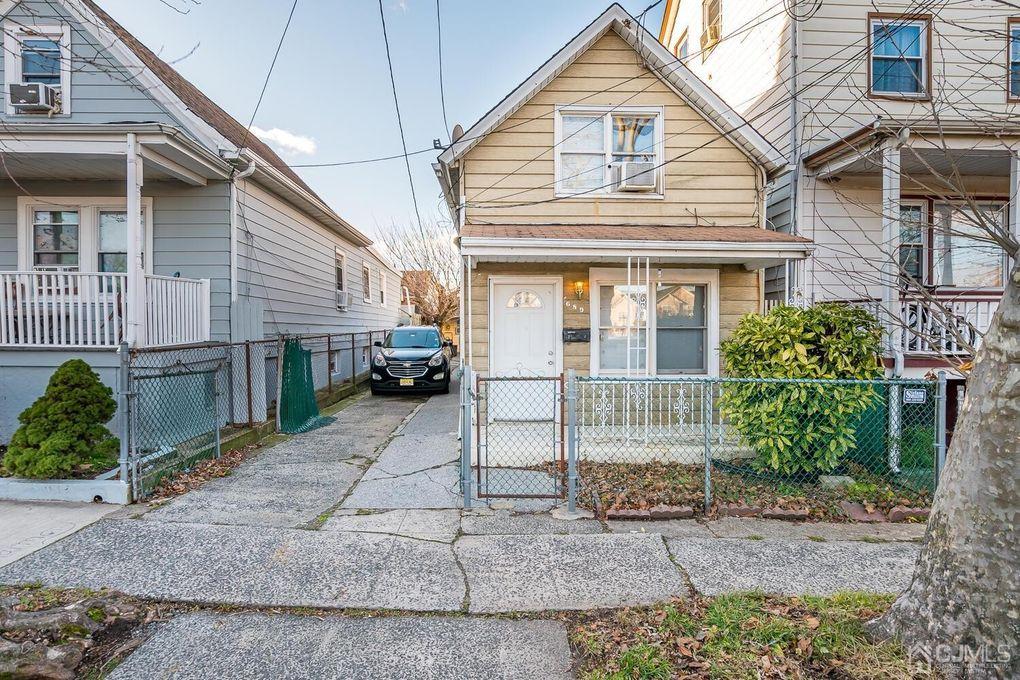 689 Parker St Perth Amboy, NJ 08861