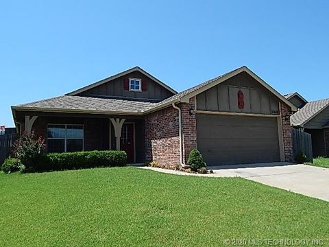 Photo of 10416 S Olmsted Pl, Jenks, OK 74037