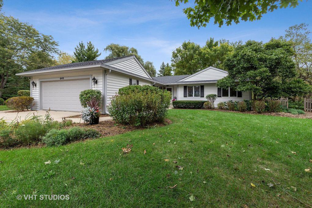 640 Ridgewood Ln Libertyville, IL 60048