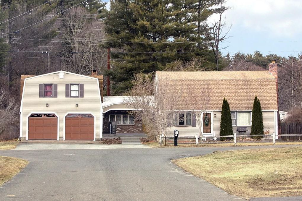 15 Dickens Dr Westfield, MA 01085