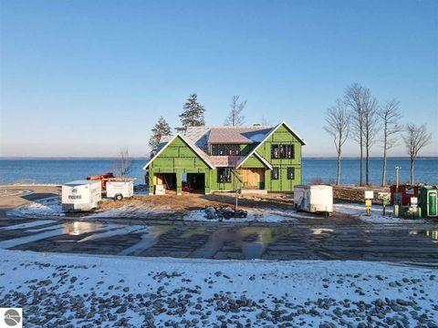Photo of 15724 Shoreline Ct, Traverse City, MI 49686