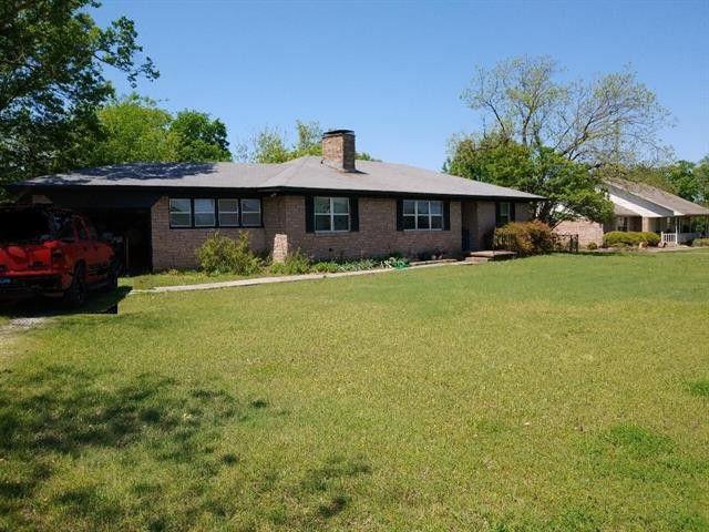 409 S Savage St Whitewright, TX 75491