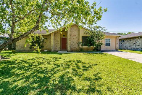 Photo of 904 Dixie Dr, League City, TX 77573