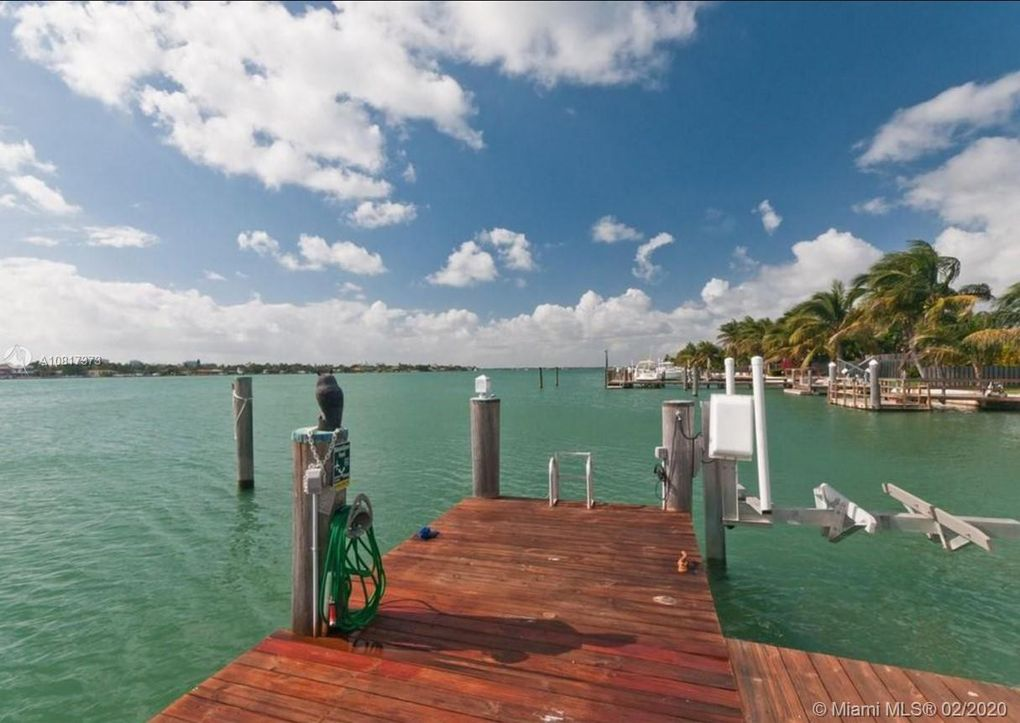 1100 Stillwater Dr Miami Beach, FL 33141