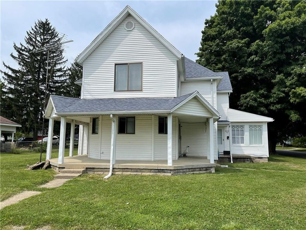 602 W 10th St Rushville, IN 46173