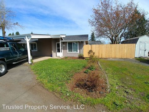 Photo of 539 Scott Ave Apt 4, Creswell, OR 97426