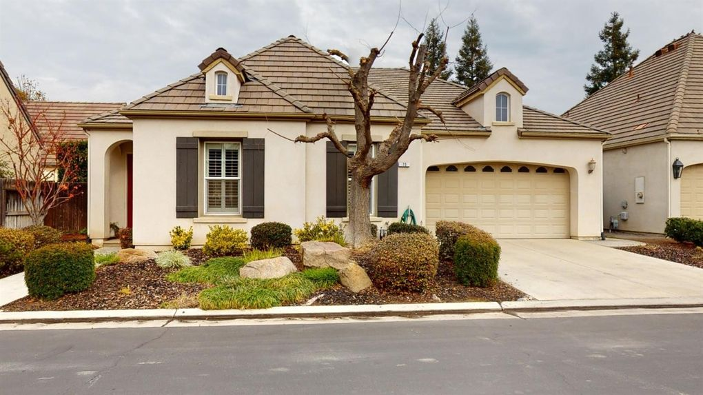 75 W Prescott Ave Clovis, CA 93619