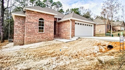 Photo of 61 Thornberry Ln, Petal, MS 39465