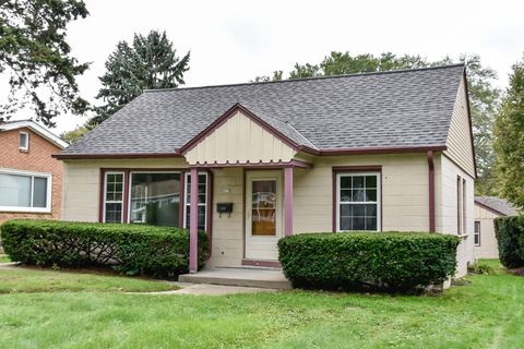 Photo of 4977 N Iroquois Ave, Glendale, WI 53217