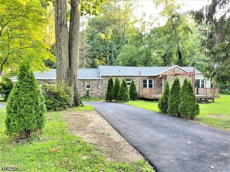 17 Woodcrest Rd Parsippany Troy Hills Township, NJ 07005