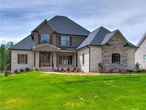 Photo of 8171 Rob Roy Dr, Summerfield, NC 27358