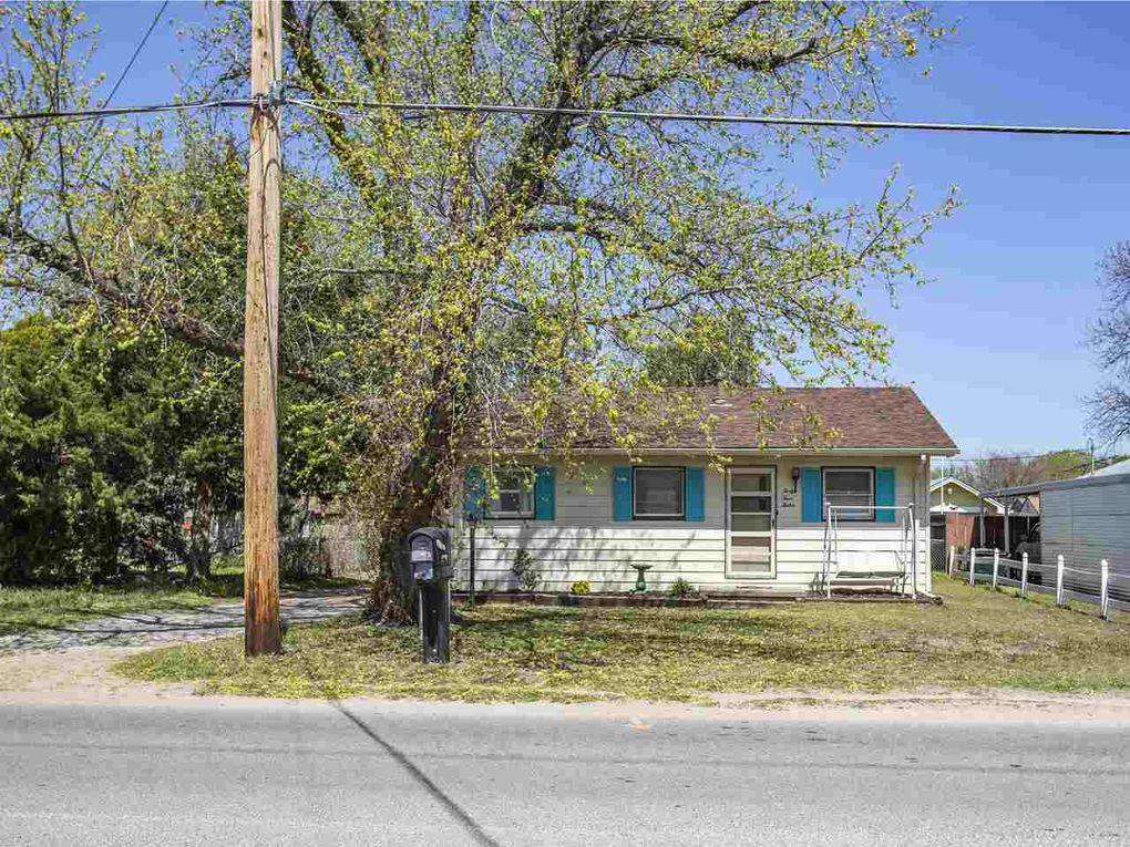4412 W Douglas Ave Wichita, KS 67212