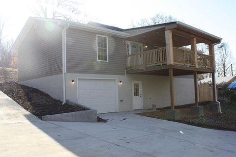 Photo of 379 Hillcrest St, Rogersville, TN 37857
