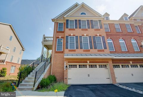 Photo of 8527 Pine Springs Dr, Severn, MD 21144