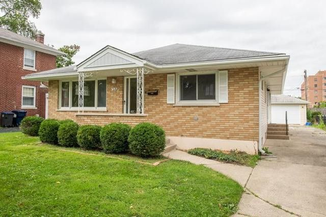 318 Douglas Ave Waukegan, IL 60085