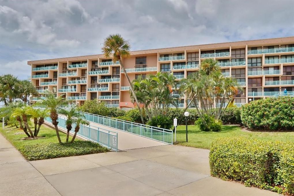 1 Key Capri Apt 207 W Treasure Island